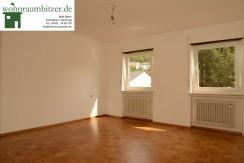2 Zimmer Wohnung 75qm. Geräumig, Sonnig mit Garten.