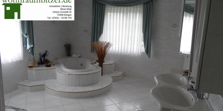 10 wohnraumbitzer.de Tageslichtbad bei Tag Whirlpool