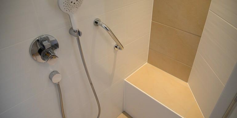 22 Dusche mit Sitzplatz Onstmettingen