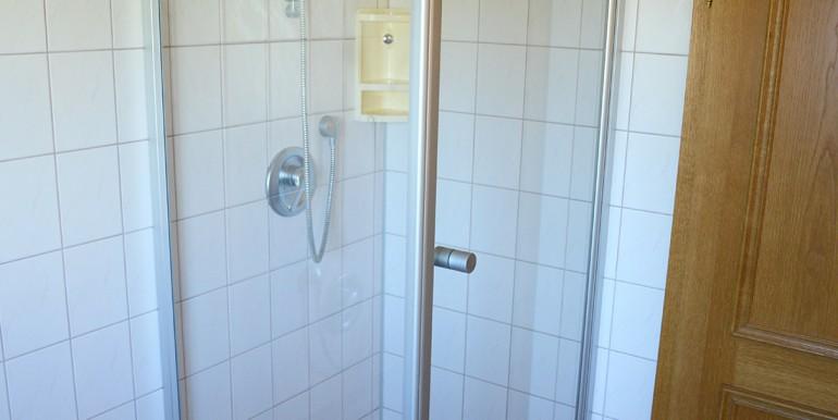 6 Badewanne und Dusche Meßstetten