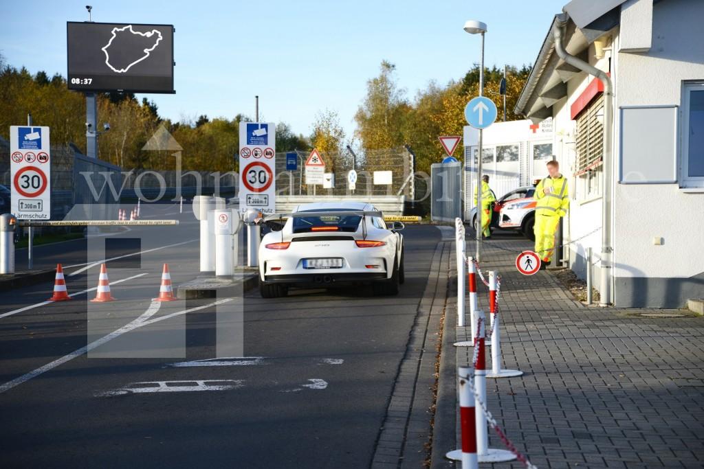 Ferrari selbst Fahren Nordschleife Immobilienmakler Albstadt Ebingen wohnraumbitzer Bitzer Majk