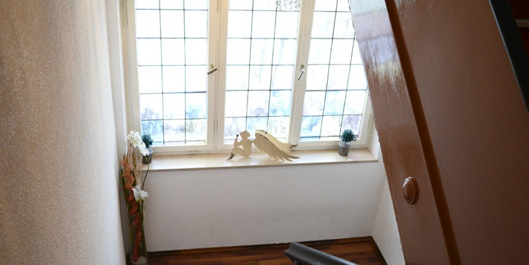 Treppenaufgang Zweifamilienhaus Tailfingen zu verkaufen