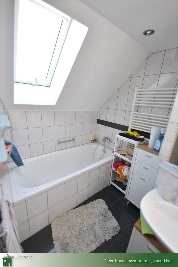 Badezimmer im Dachgeschoss, wohnraumbitzer.de Ihr Immobilienmakler